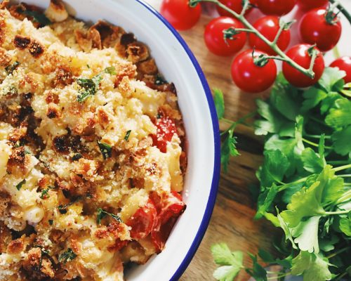 Eatlean macncheese with tomatoes and lettuce