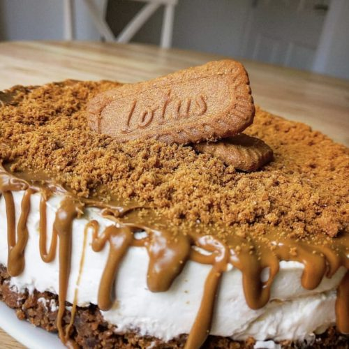 a whole low calorie biscoff cheesecake with lotus biscuits on top