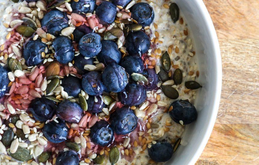 Eatlean porridge with blueberries