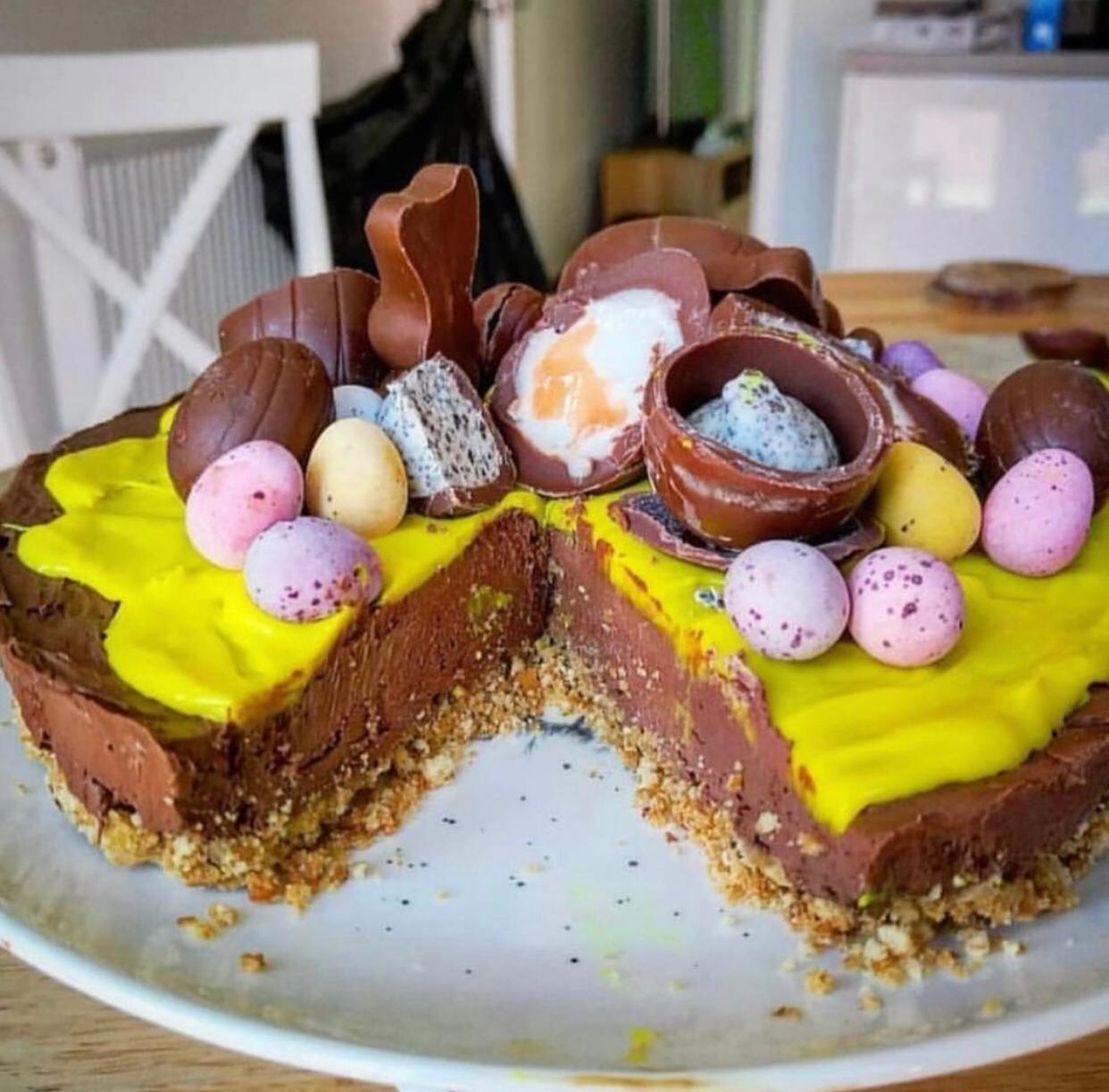creme egg and mini egg cheesecake